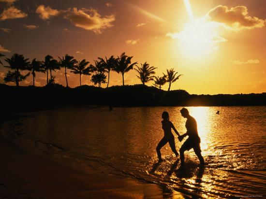 linda-ching-couple-on-beach-at-sunset