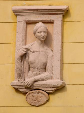 lisa-s-engelbrecht-sculpture-of-julija-primic-in-preseren-square-ljubljana-slovenia