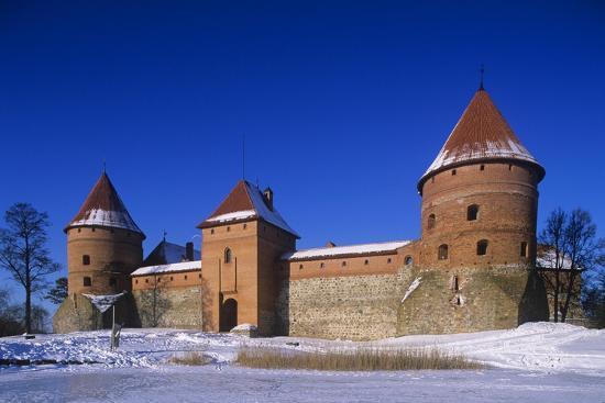 lithuania-trakai-gothic-trakai-island-castle-situated-on-lake-galve