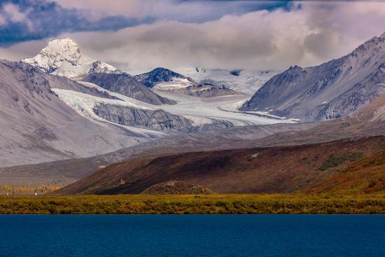 lookout-view-of-glacier-and-mountains-off-richardson-highway-route-4-alaska
