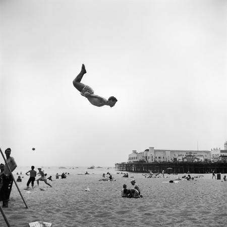 loomis-dean-man-flying-off-a-trampoline-at-santa-monica-beach