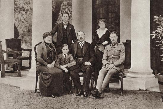louis-botha-and-his-family-from-the-illustrated-war-news-published-in-1915