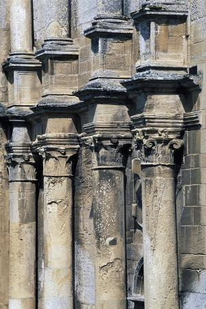louis-xii-style-columns-on-facade-of-pavilion-fontaine-henry-castle-greater-caen-france