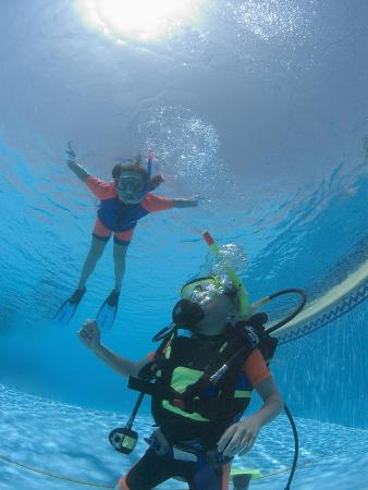 louise-murray-junior-open-water-diver-in-training-with-young-girl-snorkeling-in-the-pool-egypt