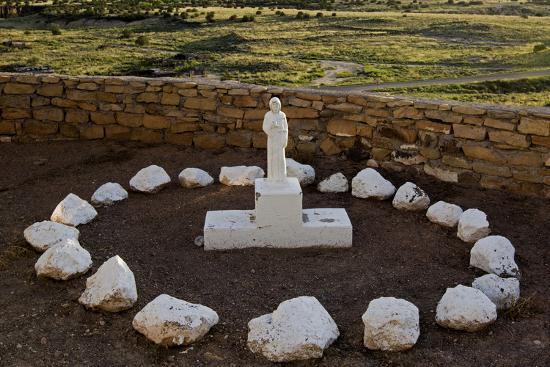 luc-novovitch-new-mexico-statue-of-st-francis-outside-mission-san-jose-de-la-laguna