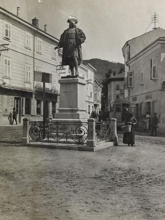 luigi-verdi-monument-to-maximilian-in-plaza-of-cormons-during-the-first-world-war