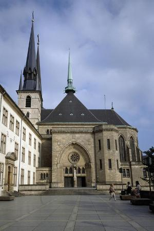 luxembourg-city-notre-dame-cathedrale