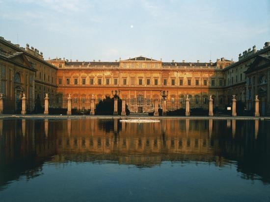 main-facade-of-royal-villa-of-monza