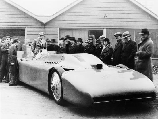 malcolm-campbell-in-bluebird-1935