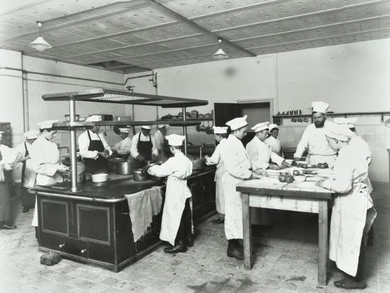male-cookery-students-westminster-technical-institute-london-1910