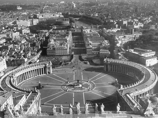margaret-bourke-white-panaromic-view-of-rome-from-atop-st-peter-s-basilica-looking-down-on-st-peter-s-square