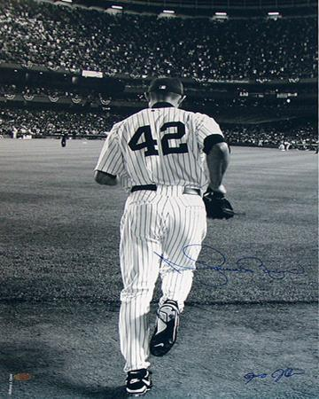 mariano-rivera-2006-entering-the-game-b-w-photo-signed-by-anthony-causi