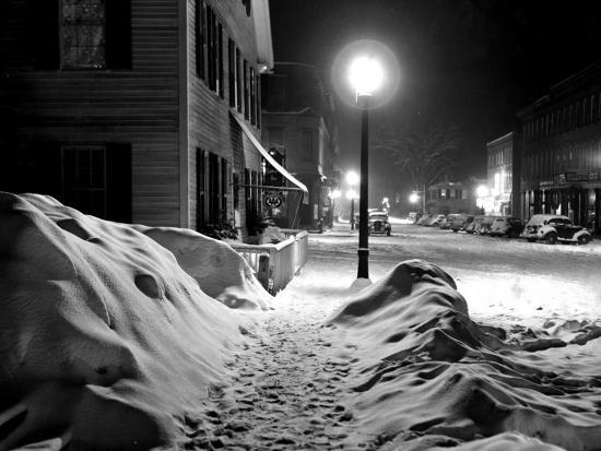 marion-post-wolcott-snowy-night-woodstock-vermont-1940