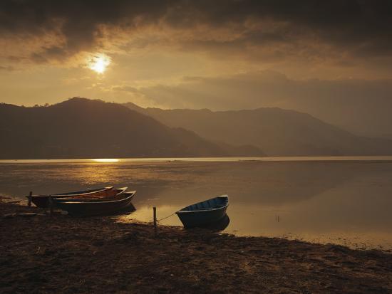 mark-chivers-local-fishing-boats-on-phewa-lake-at-sunset-gandak-nepal-asia