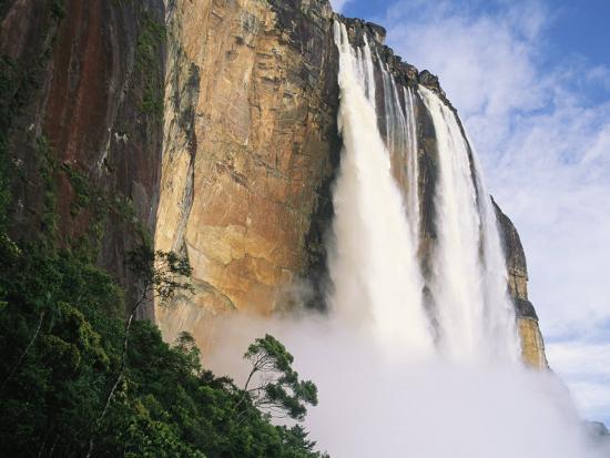 mark-cosslett-angel-falls-cliffs-and-trees