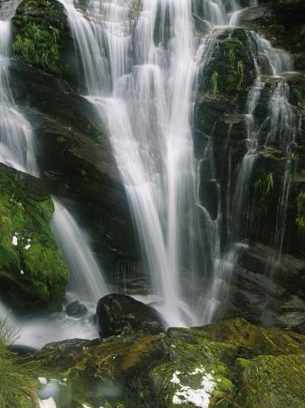 mark-cosslett-small-waterfall-near-the-milford-track-on-new-zealands-south-island