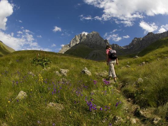 mark-daffey-hiker-treks-uphill-towards-mt-chaukhi