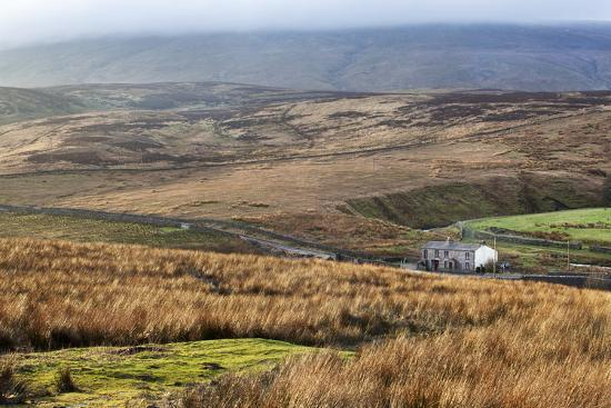mark-isolated-house-by-the-road-in-garsdale-below-baugh-fell