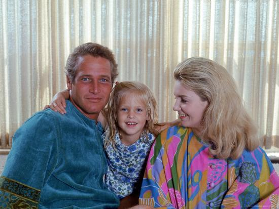 mark-kauffman-actors-paul-newman-and-joanne-woodward-at-home-with-their-daughter