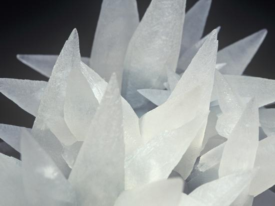 mark-schneider-calcite-photographed-under-normal-white-light-brazil-south-america
