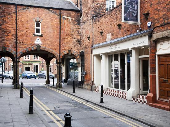 mark-sunderland-archway-leading-to-front-street-tynemouth-north-tyneside-tyne-and-wear-england-united-kingdom