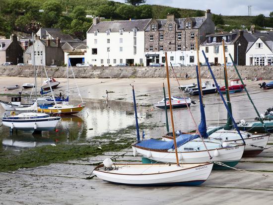 mark-sunderland-beached-yachts-the-harbour-at-stonehaven-aberdeenshire-scotland-united-kingdom-europe