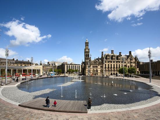 mark-sunderland-city-park-pool-and-city-hall-city-of-bradford-west-yorkshire-england