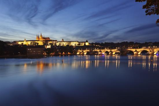 markus-charles-bridge-and-the-castle-district-with-st-vitus-cathedral-and-royal-palace