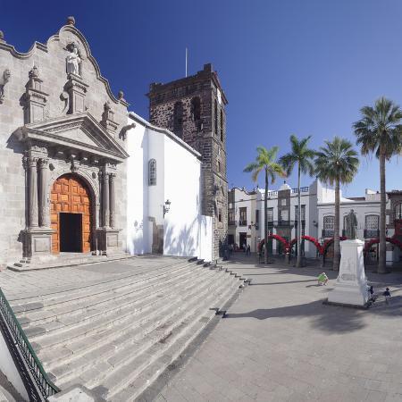 markus-lange-iglesia-de-el-salvador-church-at-plaza-de-espana-spain