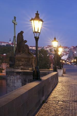 markus-lange-illuminated-charles-bridge-unesco-world-heritage-site-prague-bohemia-czech-republic-europe