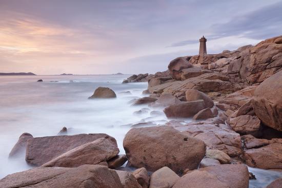 markus-lange-lighthouse-of-meen-ruz-ploumanach-cote-de-granit-rose-cotes-d-armor-brittany-france-europe