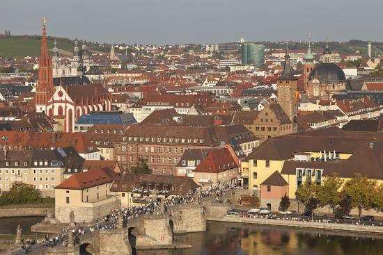 markus-lange-old-bridge-of-the-main-river-augustinerkirche-church-grafeneckart-tower