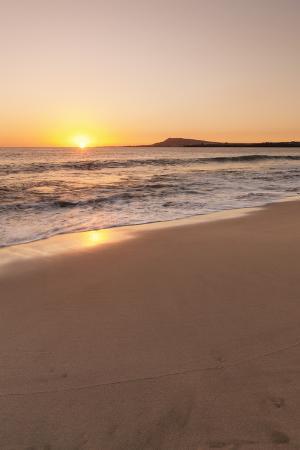 markus-lange-playa-papagayo-beach-at-sunset-near-playa-blanca-lanzarote-canary-islands-spain