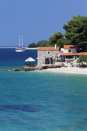 markus-lange-restaurant-at-the-beach-with-sailing-boat-bol-brac-island-dalmatia-croatia-europe