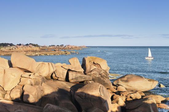 markus-lange-rocks-at-the-path-sentier-des-douaniers-on-the-cote-de-granit-rose