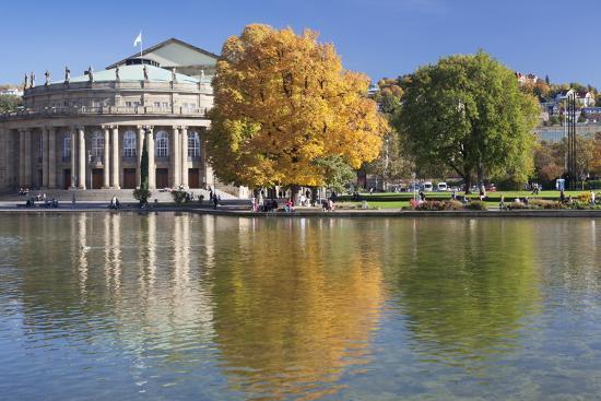 markus-lange-staatstheater-state-theatre-and-schlosspark-in-autumn