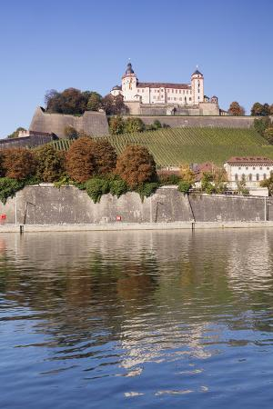 markus-lange-view-over-the-main-river-to-marienberg-fortress-and-st-burkard-church-in-autumn