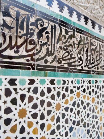 martin-child-arabic-calligraphy-and-zellij-tilework-bou-inania-medersa-medina-fez-morocco