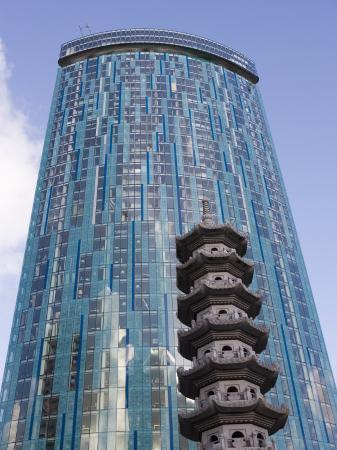 martin-child-beetham-tower-radisson-sas-hotel-pagoda-chinese-quarter-birmingham-england-united-kingdom