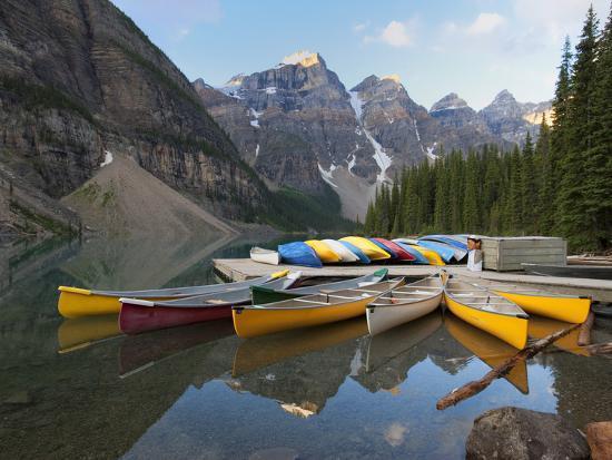 martin-child-canoes-moored-on-moraine-lake-banff-national-park-unesco-world-heritage-site-alberta-rocky-moun