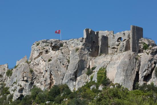martin-child-castle-ruin-in-the-rocks-of-the-hill-village-of-les-baux-de-provence-provence-france-europe