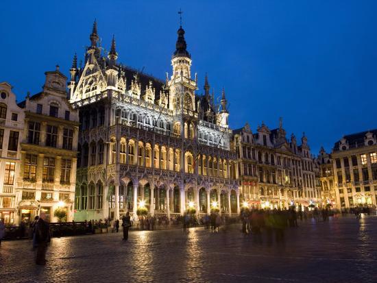 Evening musee de la ville de bruxelles grand place for Brussels piscine