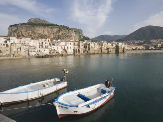 martin-child-traditional-fishing-boats-and-fishermens-houses-cefalu-sicily-italy-europe