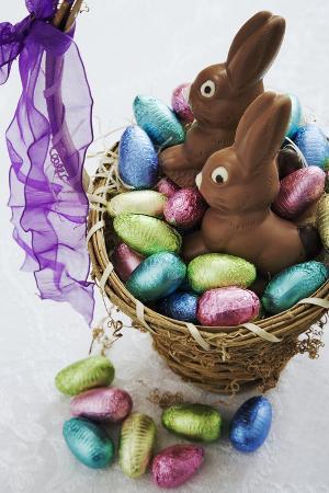 martin-harvey-easter-egg-collection-in-basket