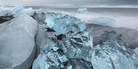 martin-zwick-beach-near-the-glacial-lagoon-jokulsarlon-and-glacier-breithamerkurjokull-in-vatnajokull-iceland