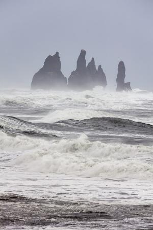 martin-zwick-north-atlantic-coast-during-a-winter-storm-with-heavy-gales-reynisdrangar-sea-stacks