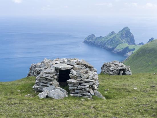 martin-zwick-scotland-st-kilda-archipelago-hirta-island-cleit-a-dry-stone-bothy