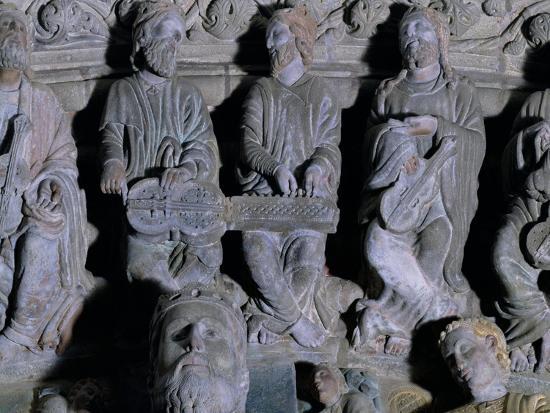 master-mateo-detail-of-the-portico-de-la-gloria-depicting-musicians