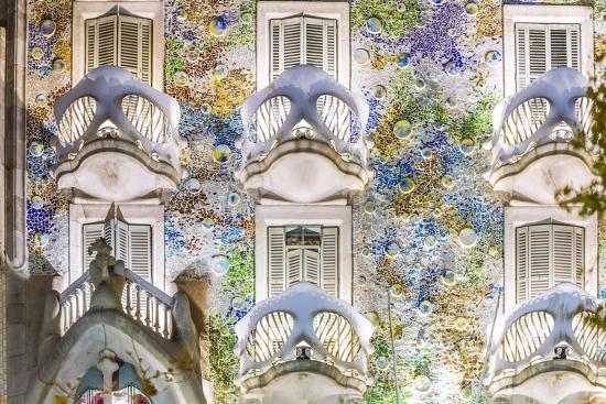 matteo-colombo-spain-catalonia-barcelona-casa-batllo-exterior-view-at-dusk