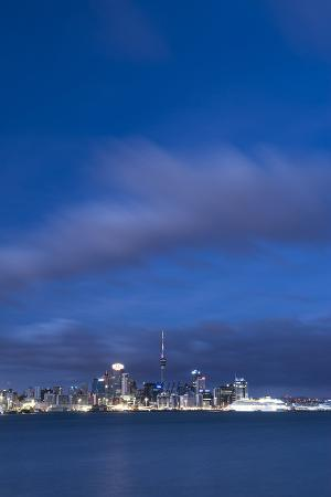 matthew-williams-ellis-auckland-skyline-at-night-seen-from-devenport-auckland-north-island-new-zealand-pacific